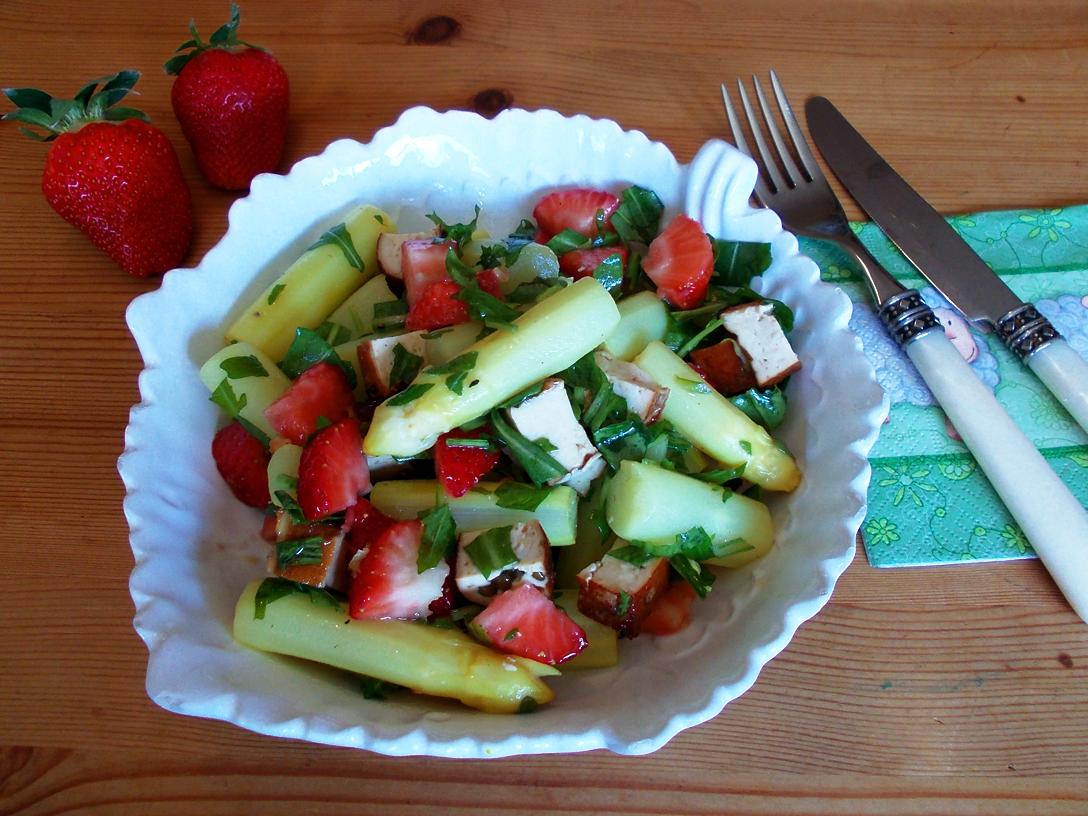 Spargel-Edrbeer-Tofu-Salat_02