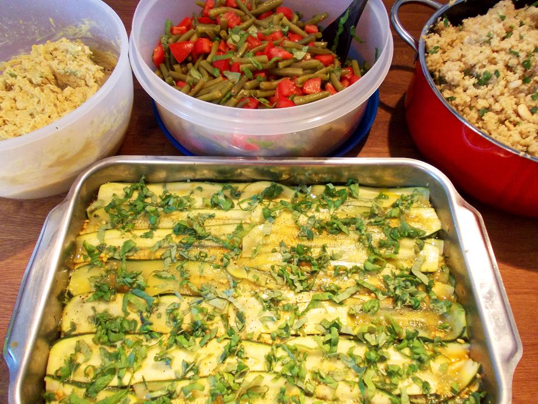 Zucchini_Hummus_Gruene-Bohnen_Quinoa