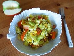Kürbis-Reissalat mit Äpfeln und Haselnüssen