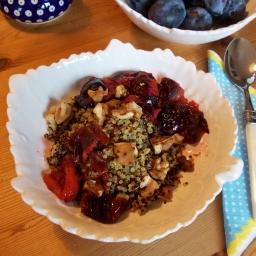 Quinoa mit Zimt und Zwetschgen
